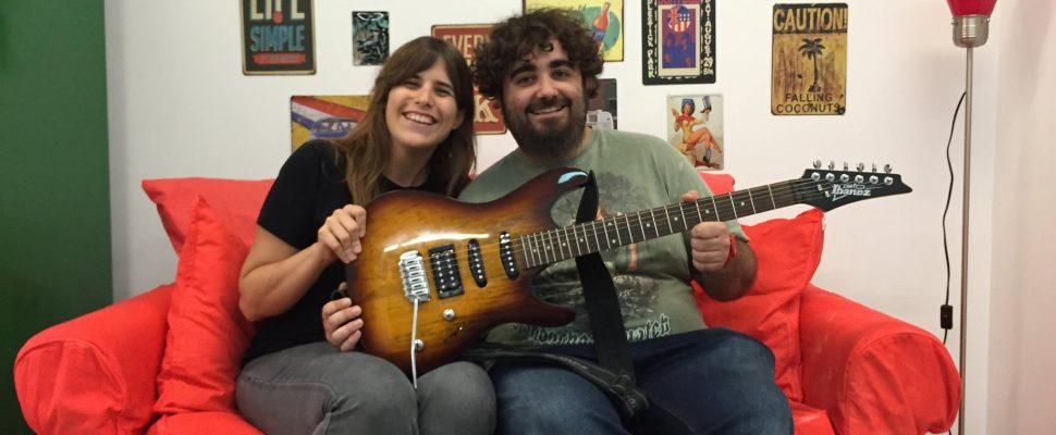 Banc-dinstruments-amacat-guitarra-electrica